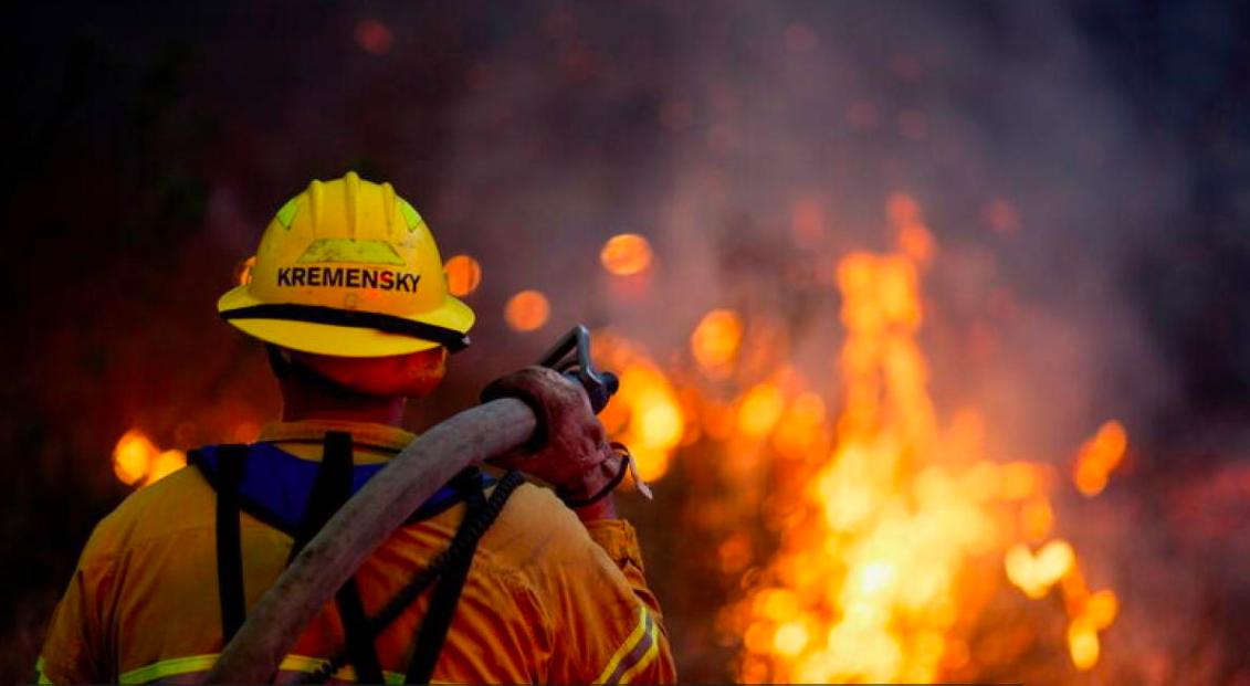A firefighter battles the Blue Ridge Fire burning in Yorba Linda, California, U.S., October 26, 2020. REUTERS:Ringo Chiu
